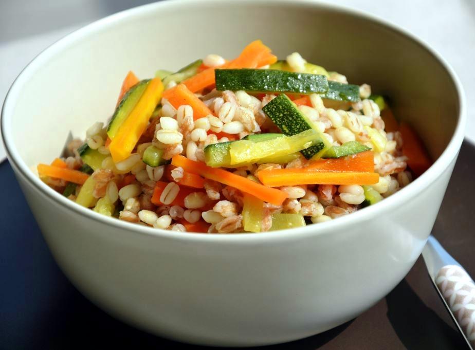 Sałatka z warzywami orkiszowo - jęczmienna