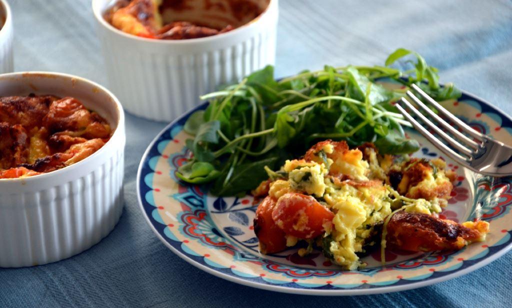 Clafoutis z pomidorkami i rukolą