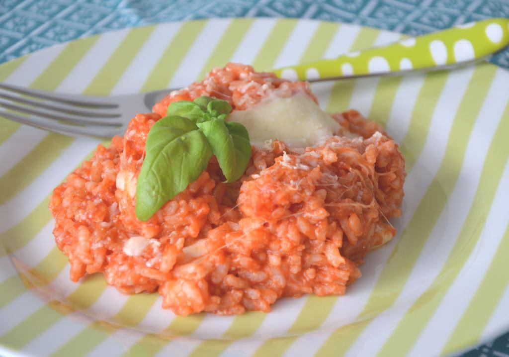 Ryż zapiekany z sosem pomidorowym i mozzarellą