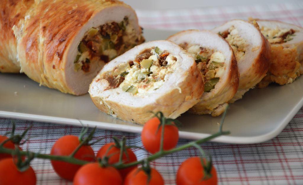 Rolada z indyka z fetą i suszonymi pomidorami