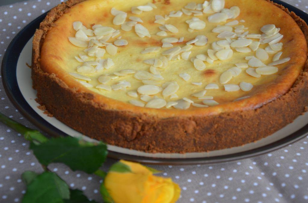 Cheesecake z ricottą i płatkami migdałów