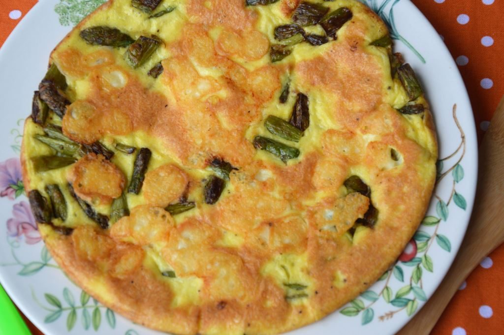 Frittata ze szparagami i serem provolone